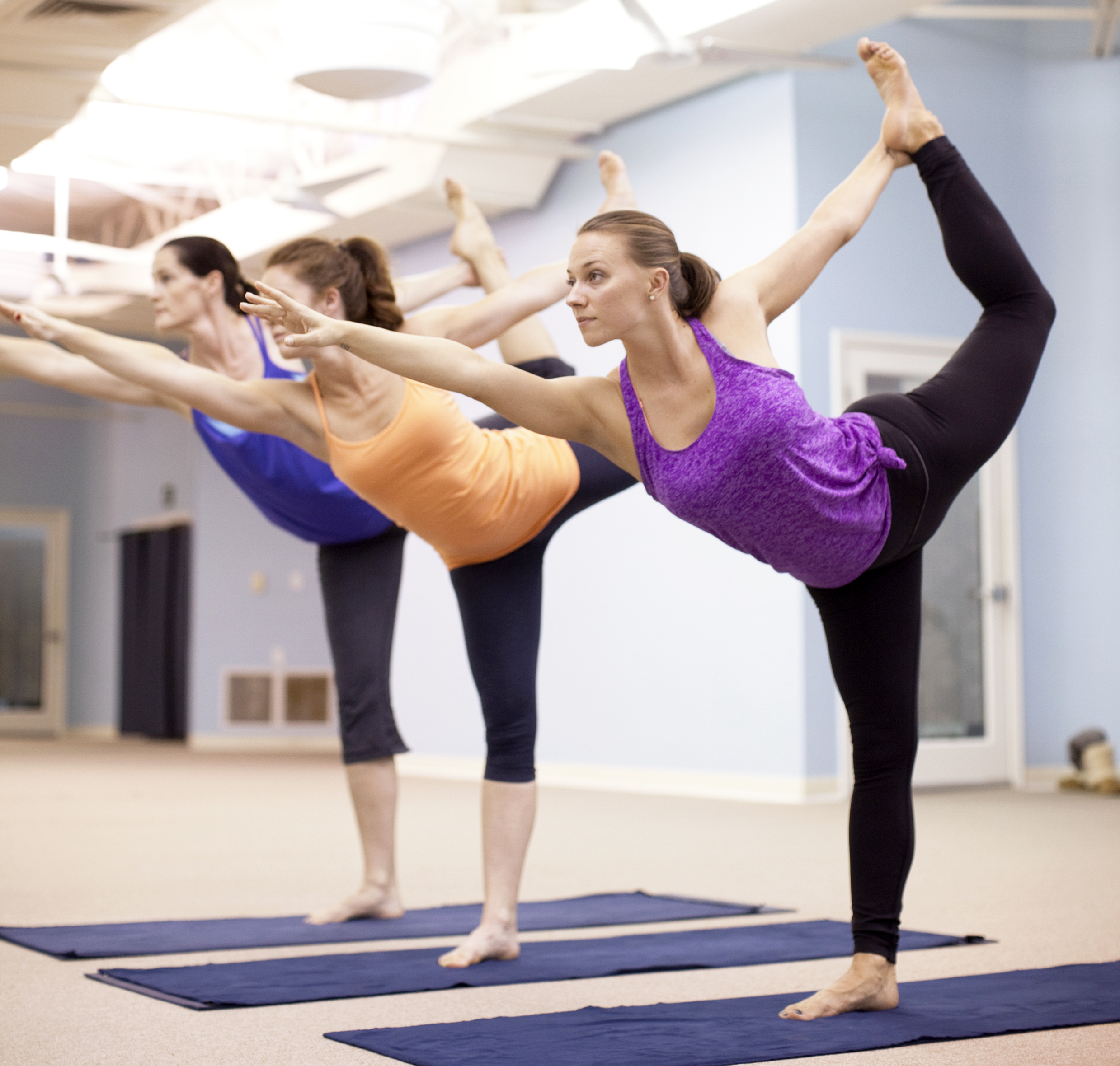 Hot Yoga vs. Vinyasa Flow: What to Expect